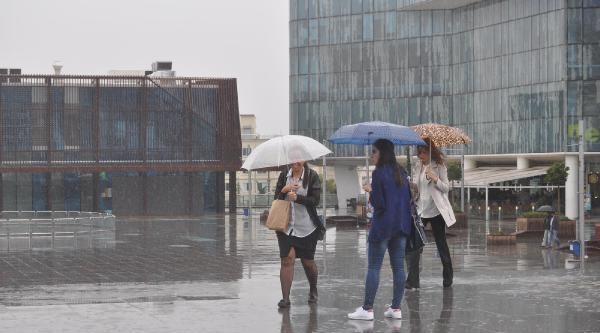 Bursa'da 1 Saatte Metrekareye 15 Kilogram Yağış Düştü