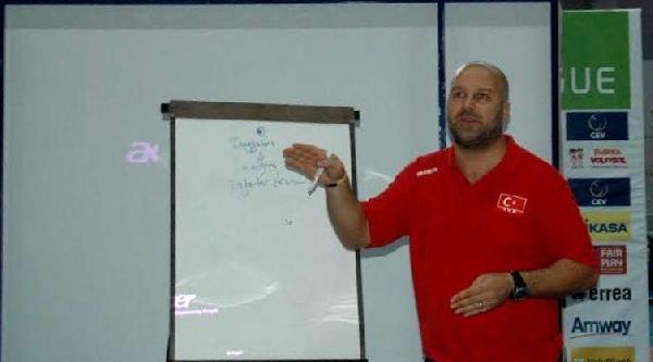 Bursa'da 2 Günlük Voleybol Semineri