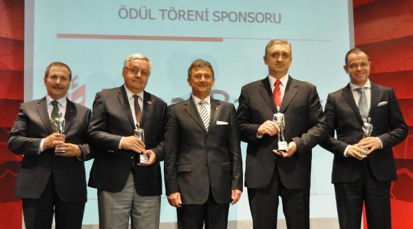 Bursa'da Başarılı İş Adamı Orhan Ödülünü Aldı