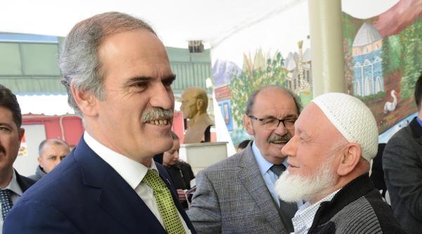 Bursa'da Başkan Adayı 1 Saat Kuyrukta Bekledi