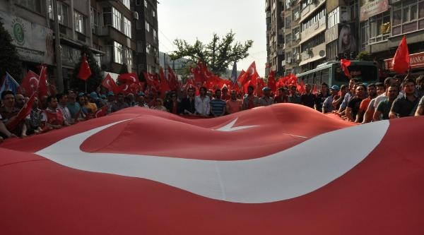 Bursa'da Bayrağa Saygı Yürüyüşü