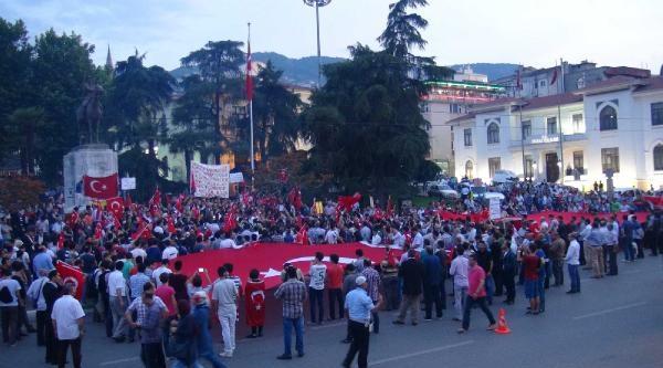 Bursa'da Bayrağa Saygı Yürüyüşüne 2 Bin Kişi Katıldı