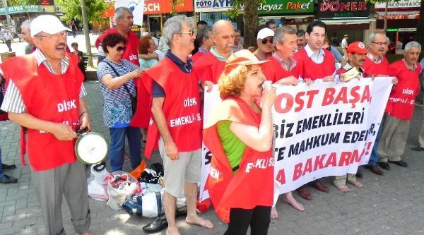 Bursa'da Emeklilerden Tencere- Tava Ve Çiplak Ayaklı Eylem