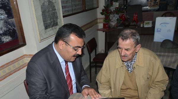 Bursa'da En Yaşlı Bağ Kur'lu 96 Yaşındaki Selami Dede'ye Ödül