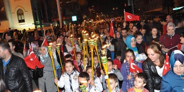 Bursa'da Fener Alayi Yürüyüşü
