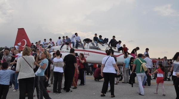 Bursa'da 'havalı' Şov Nefesleri Kesti