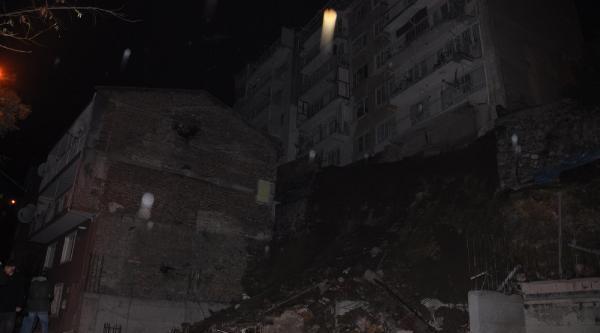 Bursa'da Istinat Duvari Çöktü Üç Apartman Boşaltildi (Ek Fotoğraf)