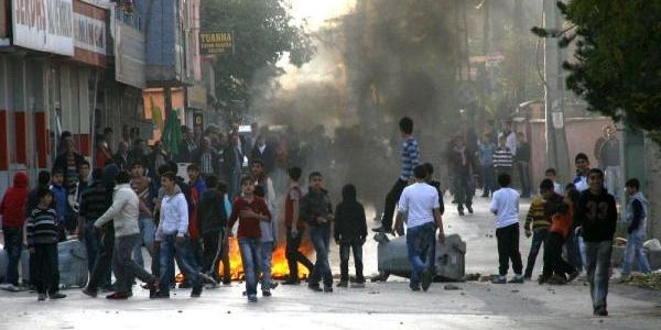 Bursa'Da Izinsiz Gösteride Gerginlik