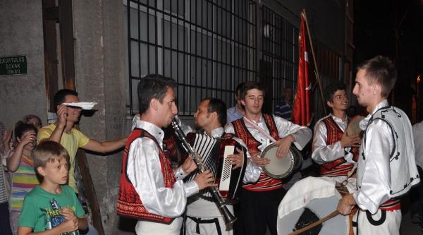 Bursa'da Klarnetli, Defli, Darbukalı Sahur