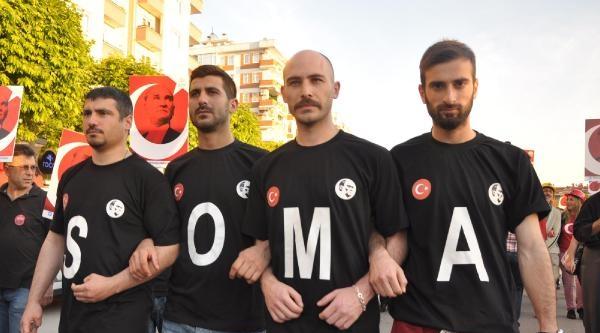 Bursa'da Kutlama Yerine Soma'da Yaşamını Yitirenler İçin Sessiz Yürüyüş