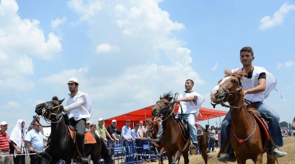 Bursa'da Rahman At Yarışlarına Büyük İlgi