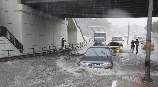 Bursa'da Sağanak Yağış, Su Baskınlarına Neden Oldu