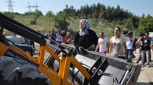Bursa'da Şeftali Tezgahlarında Yıkım Arbedesi