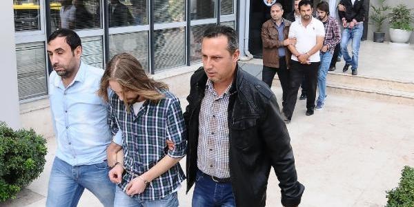Bursa'da Telefonla Dolandiran Çete Yakalandi