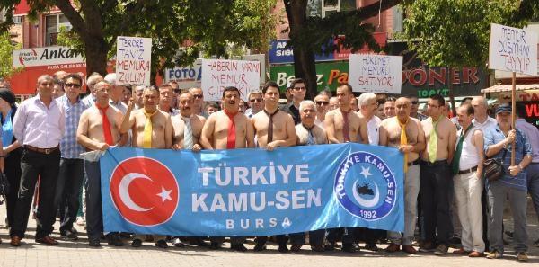 Bursa'da Yarı Çiplak Memur Eylemine Polis Engeli