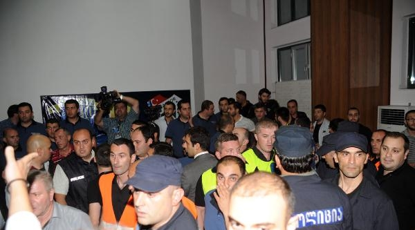 Bursaspor Avrupa'ya Erken Veda Etti Maç Sonu Türk Basın Mensupları Darp Edildi