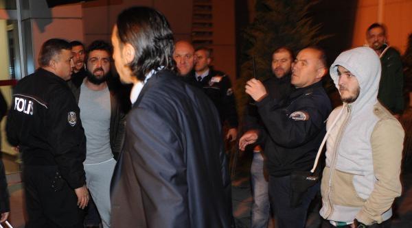 Bursaspor Taraftarı Havaalanında Tepki Gösterdi
