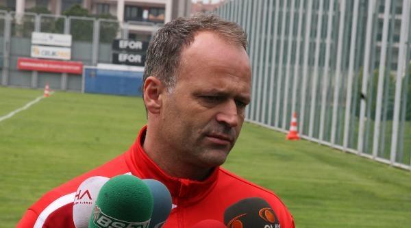 Bursaspor Teknik Direktörü İrfan Buz: İyi Futbolla 3 Puan Almak İstiyoruz