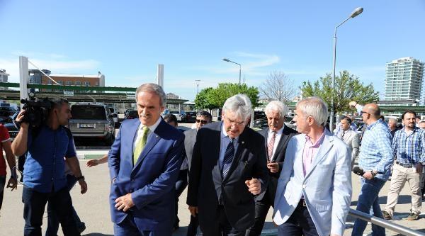 Bursaspor Yönetimine İlk Ziyaret Büyükşehir Belediye Başkanı Altepe'den