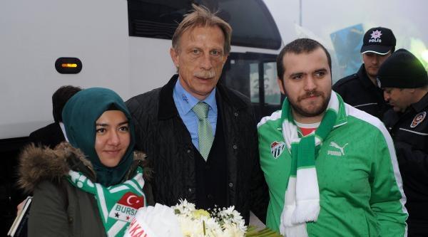 Bursaspor'a Kayseri'de Meşaleli Karşılama