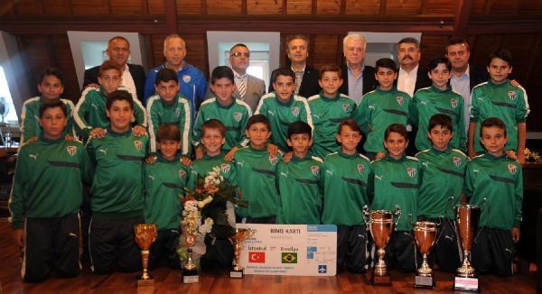 Bursaspor'dan 6 Turnuvada Şampiyon U12 Futbolcularına Altın
