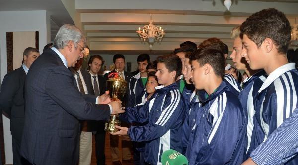 Bursaspor'dan Şampiyon Pilot Okula Yemek