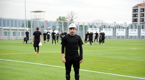 Bursasporlu Futbolcular Antrenmana Madenci Baretiyle Çikti