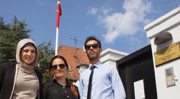 Büyükelçi Dönmez Gençlerin Taleplerine Duyarsız Kalmadı