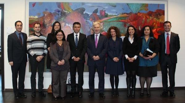 Büyükelçi Karslioğlu Akademisyenlere Destek Sözü