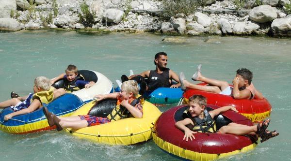 Buz Gibi Sularda Rafting
