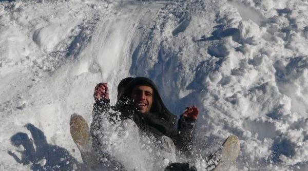 Buz Tutan Gölde Hatira Fotoğrafi