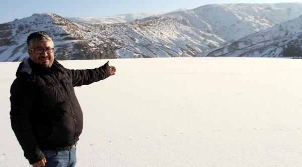 Buz Tutan Gölette Gezinti