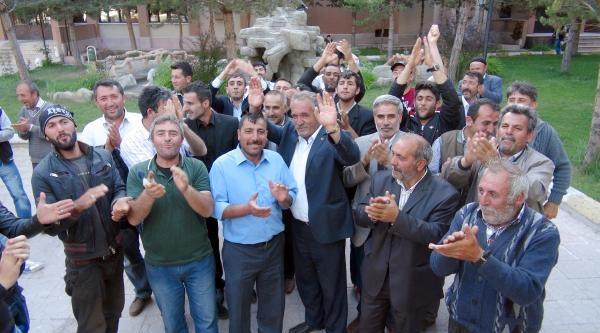 Çadirkaya'da Seçimi Kazanan Sp'li Birol Omuzlara Alındı
