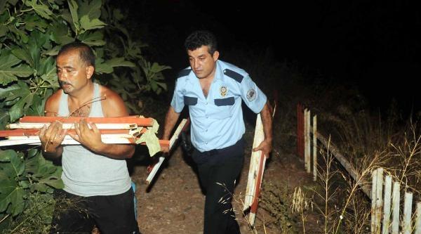 Çaldiği Demirleri Kucağında Polis Aracına Taşıdı