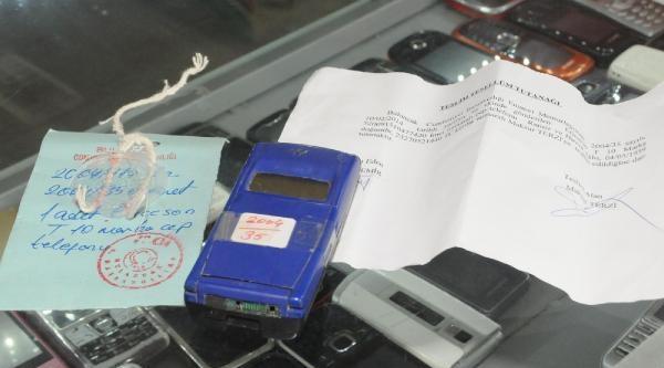Çalinti Cep Telefonu 10 Yıl Sonra Sahibine Teslim Edildi
