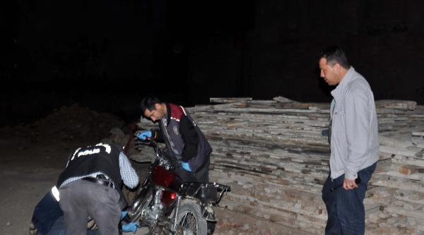 Çalinti Motosikletle Kablo Çalmak İstediler