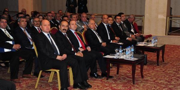 Çalişma Bakanliği Müsteşari: Türkiye'Nin Temel Sorunu Mesleksizlik