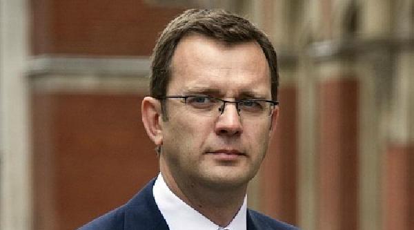 Cameron'un Eski Basın Danışmanı Hapis Cezasına Çarptirildi