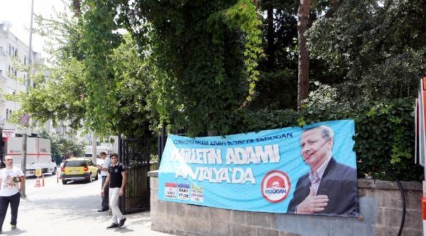 Camideki Erdoğan Pankartına Şikayet