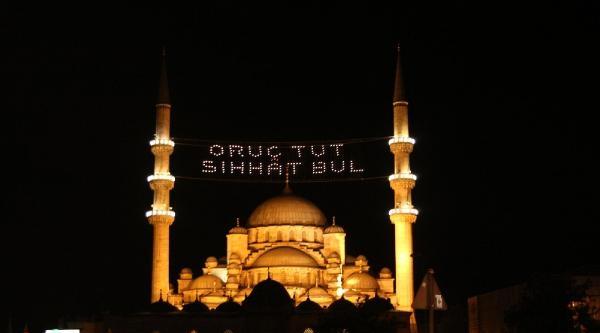 Camiiler Mahyalarla Donatıldı
