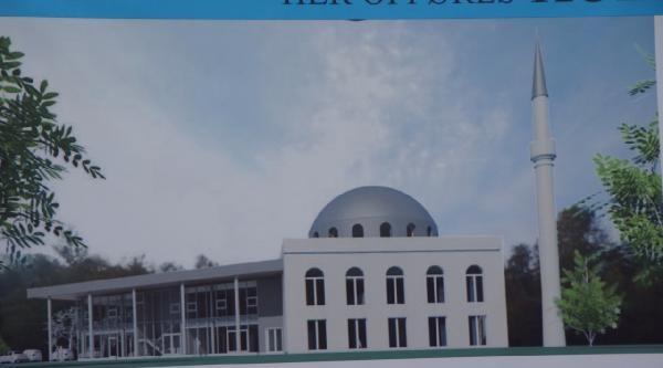 Caminin Temel Atma Törenine Papaz Da Katıldı