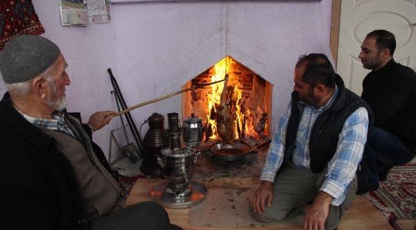 Camiye Bağiş Için 'kaz Çevirme' Ikram Ediliyor