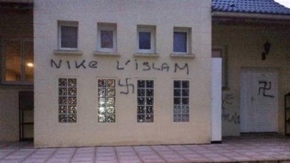 Camiye gamalı saldırı!