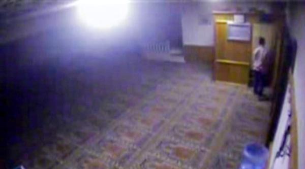 Camiye Giren Hırsız Yardım Kutusunu Çaldi