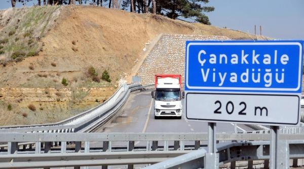 Çanakkale- İzmir Karayolu Yamacında Korkutan Heyelan