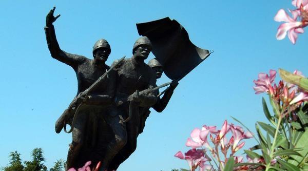 Çanakkale'de Şehitlik Çalişmalari Sürüyor