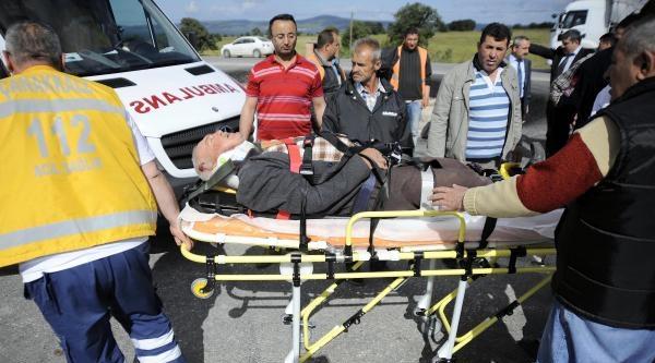 Çanakkale'de Traktörle Otomobil Çarpişti: 5 Yaralı