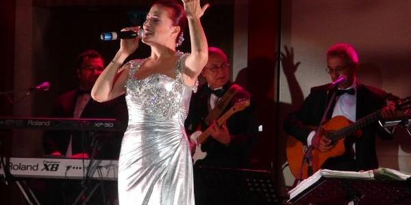 Candan Erçetin'den Moskova'Da Cumhuriyet Konseri