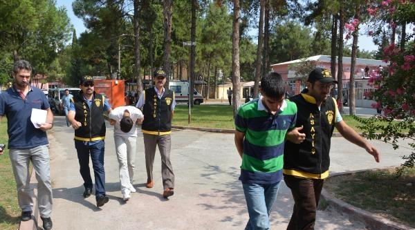 Çanta Hırsızlarını 7 Saat Tuvalet Nöbeti Tutan Polis Yakaladı