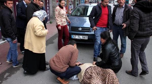 Çarptiği Kadinin Elini Tutup Yaninda Ambulansi Bekledi